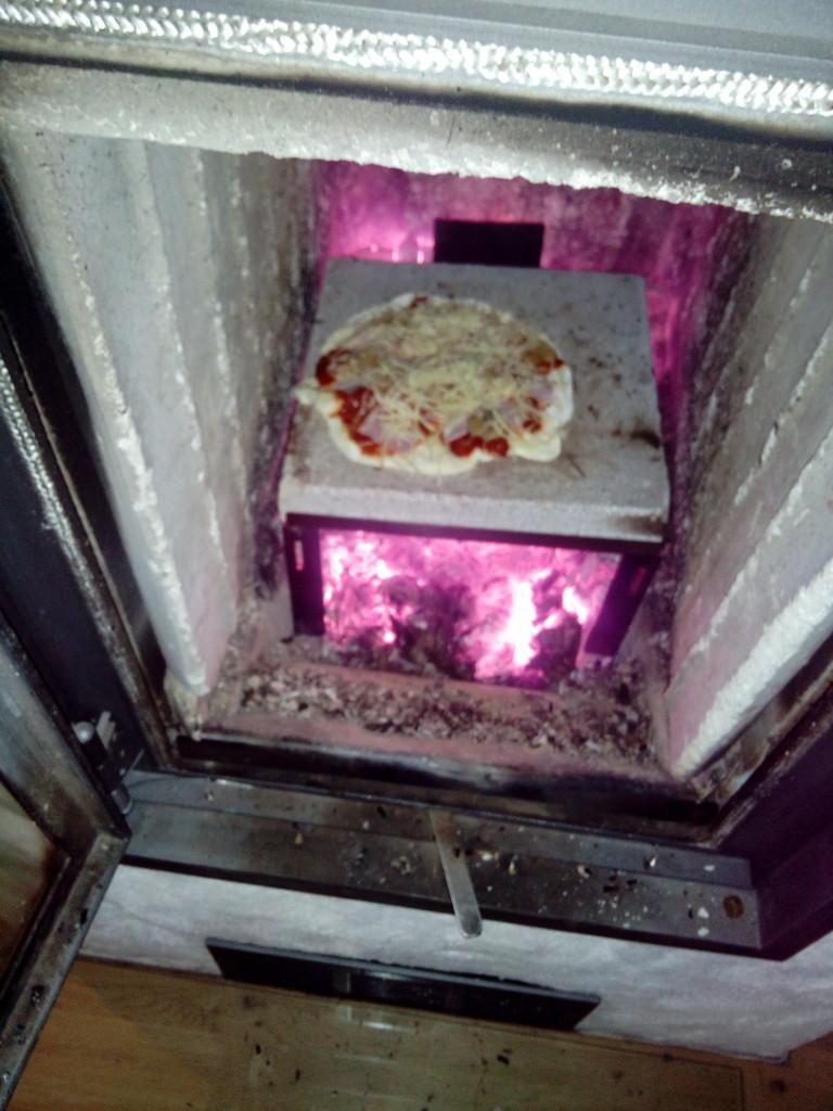 Pizzabackvorrichtung Kaminofen